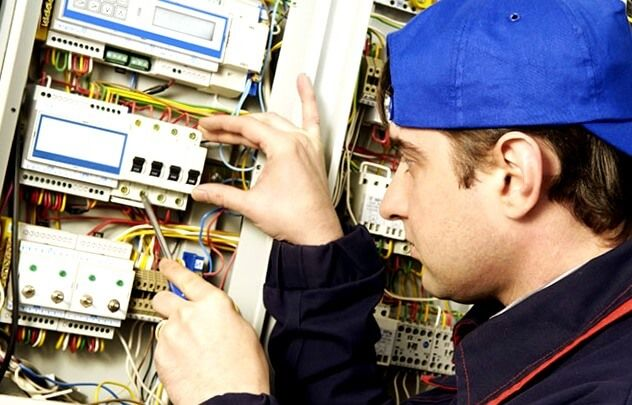 electricistas de Arregla2 Coirós urgentes