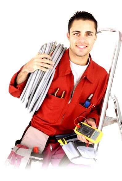el electricista Menasalbas reparando averías eléctricas