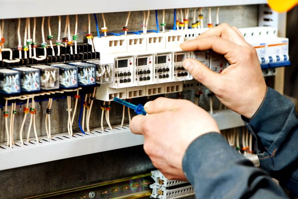 electricista La Pola de Gordón reparando averías eléctricas