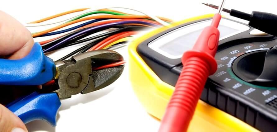 el electricista Ponferrada reparando averías eléctricas