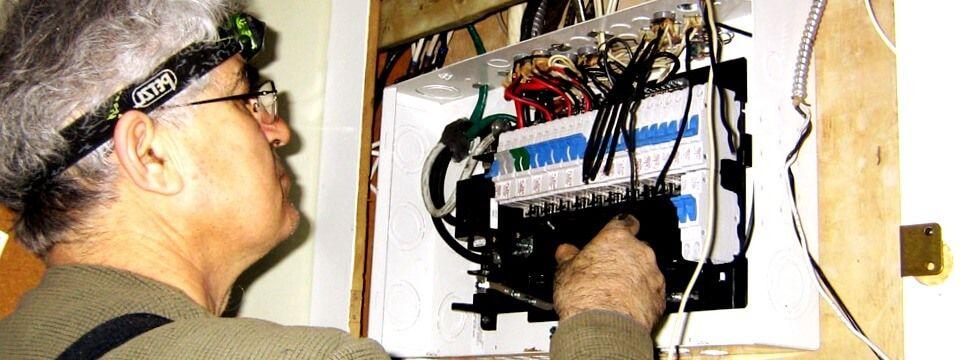 electricista Basauri reparando averías eléctricas