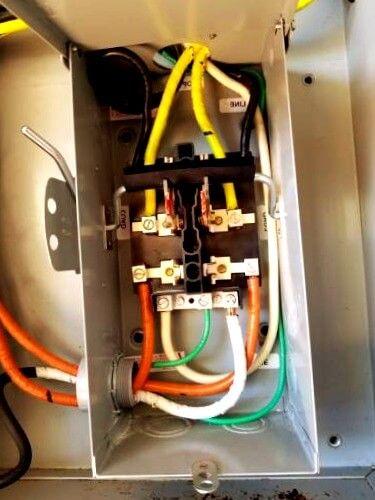 electricistas de Arregla2 Petra 24 horas