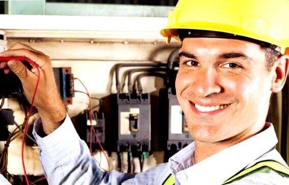 el electricista Chozas de Abajo reparando averías eléctricas