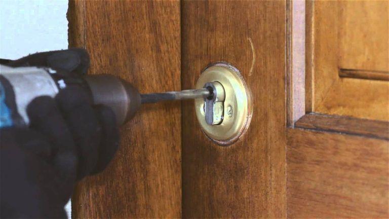la taladradora es una herramienta del cerrajero