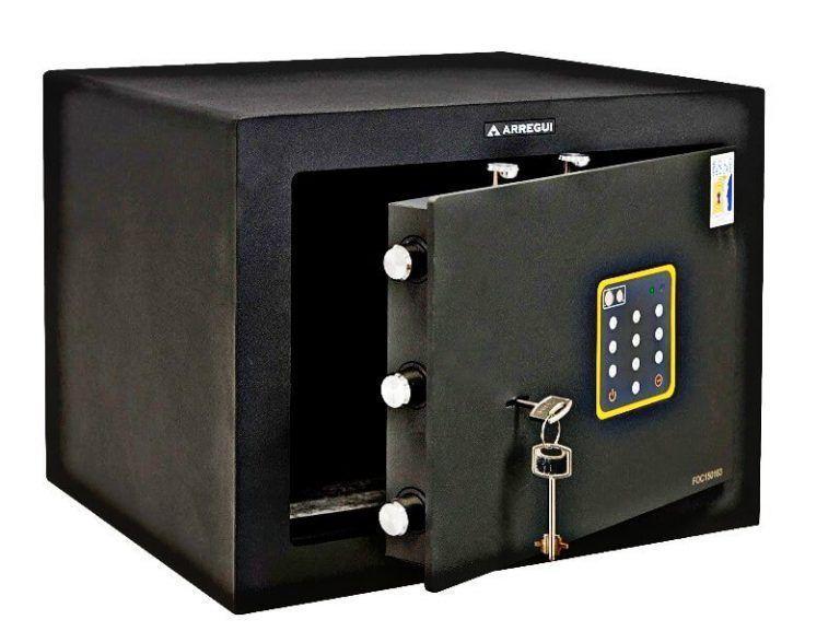abrir una caja fuerte que usa llave y combinacion