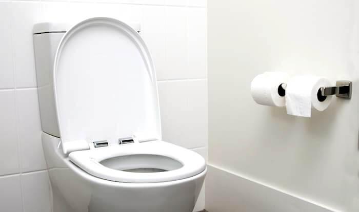 Cómo desatascar un WC
